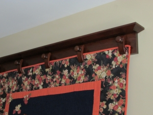 Quilt Hanger with Individual Clamps