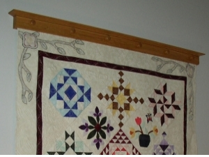 Quilt Hanger with Continuous Pressure Board
